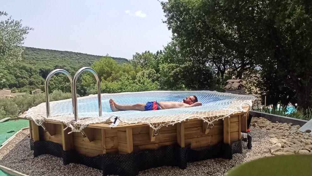Filet de sécurité pour recouvrir une piscine