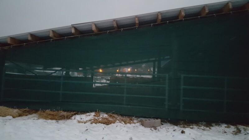 Filet brise-vent filtration forte pour bâtiment agricole